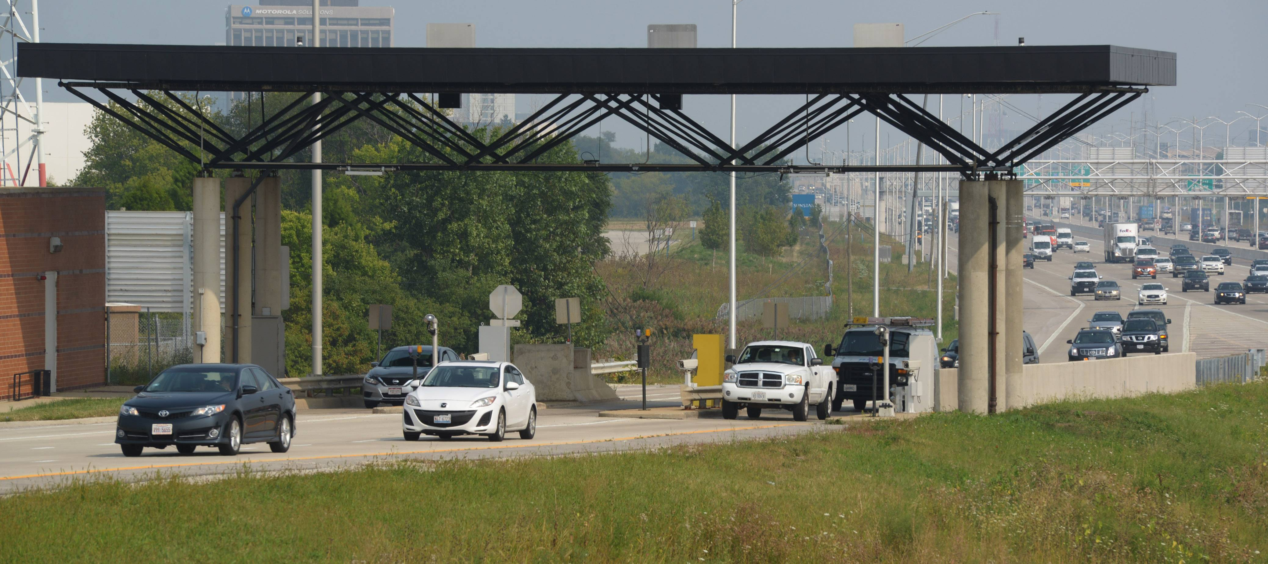 Questions persist on tollway's no-transponder fee