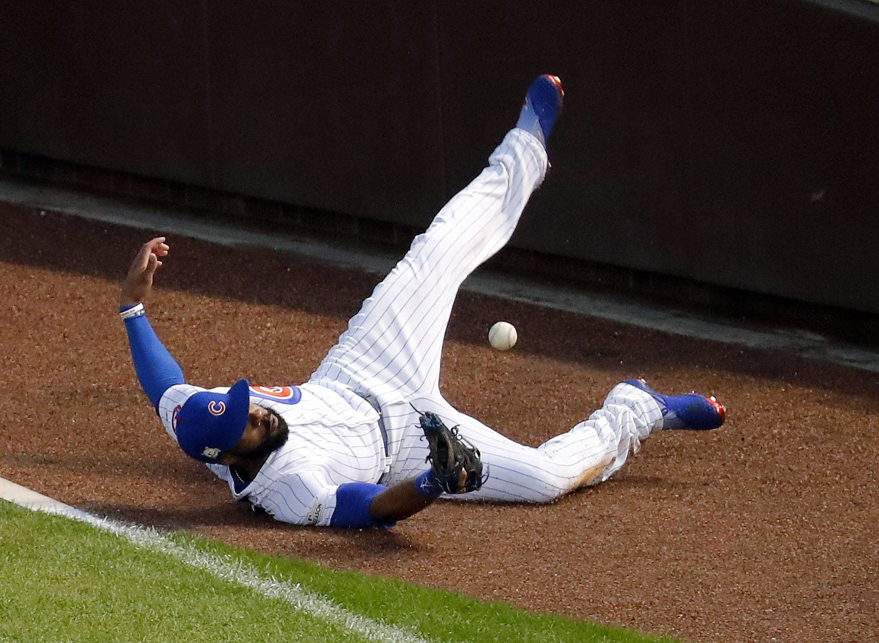 Steve Lundy/slundy@dailyherald.com Chicago Cubs right fielder Jason Heyward makes a diving attempt at a foul ball in the 6th inning during Game 4 of the National League division series at Wrigley Field in Chicago Wednesday, October 11, 2017.