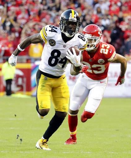 Pittsburgh Steelers wide receiver Antonio Brown (84) runs for a touchdown ahead of Kansas City Chiefs defensive back Phillip Gaines (23) during the second half of an NFL football game against the Kansas City Chiefs in Kansas City, Mo., Sunday, Oct. 15, 2017. (AP Photo/Charlie Riedel)