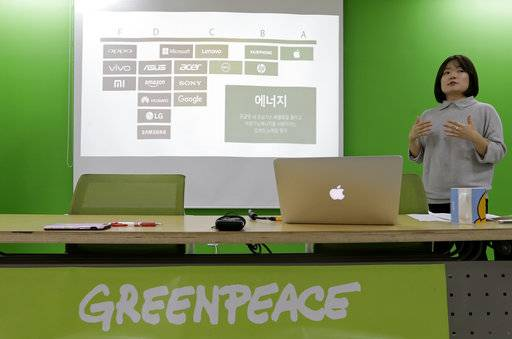 Insung Lee, program campaigner of Greenpeace, speaks during a press conference at Greenpeace office in Seoul, South Korea, Tuesday, Oct. 17, 2017. The environmental group issued a report on Tuesday giving technology titans like Samsung Electronics, Amazon and Huawei low marks for their environmental impact. (AP Photo/Ahn Young-joon)
