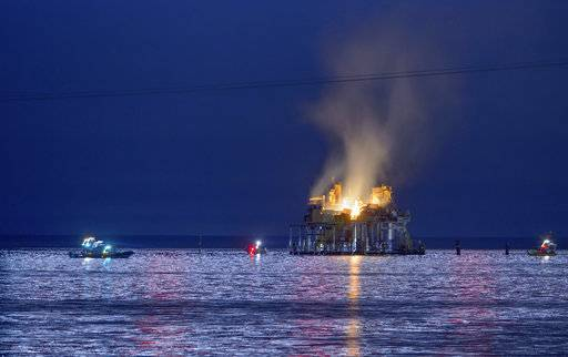 Jefferson Parish, La., authorities and others from other parishes respond to an oil rig explosion in Lake Pontchartrain off Kenner, La., Sunday, Oct. 15, 2017. (Matthew Hinton/The Advocate via AP)