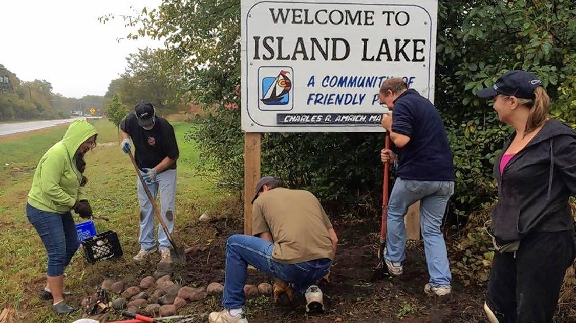 Volunteers to plant 500 irises in Island Lake