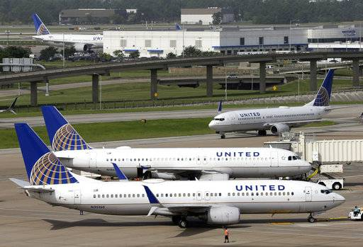 FILE - In this July 8, 2015, file photo, a United Airlines jet, front, is pushed back from a gate at George Bush Intercontinental Airport in Houston. United Continental Holdings, Inc. reports earnings Wednesday, Oct. 18, 2017. (AP Photo/David J. Phillip, File)