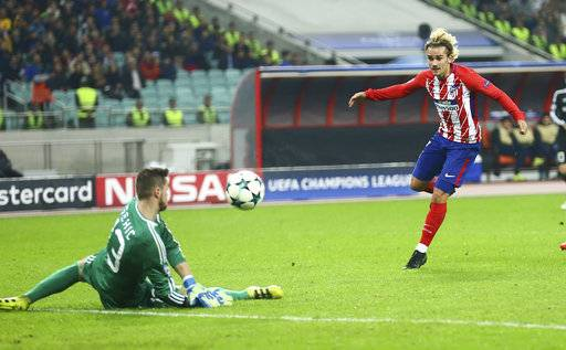 Atletico Madrid's Antoine Griezmann right, tries to score past Qarabag's goalkeeper Ibrahim Sehic during the Champions League, group C, soccer match between Qarabag FK and Atletico Madrid at the Baku Oliympiy stadium in Baku, Azerbaijan, Wednesday, Oct. 18, 2017. (AP Photo/Aziz Karimov)