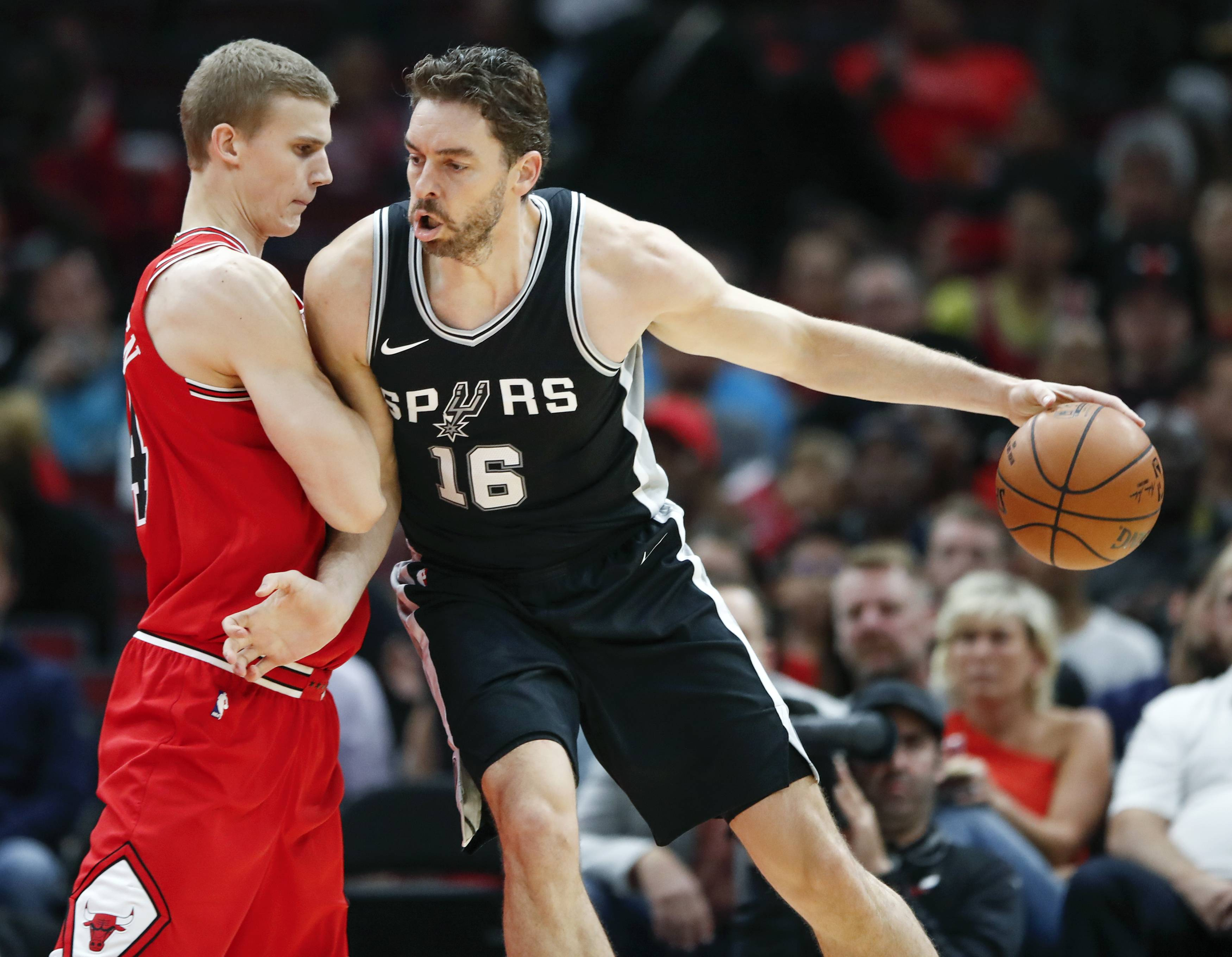 Chicago Bulls forward Lauri Markkanen, left, defends against San Antonio Spurs forward Pau Gasol, right, during the first half of an NBA basketball game, Saturday, Oct. 21, 2017, in Chicago.
