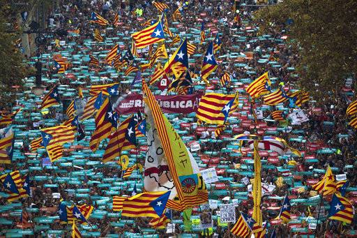 Demonstrators take part at a protest against the National Court's decision to imprison civil society leaders, in Barcelona, Spain, Saturday, Oct. 21, 2017. The Spanish government moved decisively Saturday to use a previously untapped constitutional power so it can take control of Catalonia and derail the independence movement led by separatist politicians in the prosperous industrial region.(AP Photo/Emilio Morenatti)