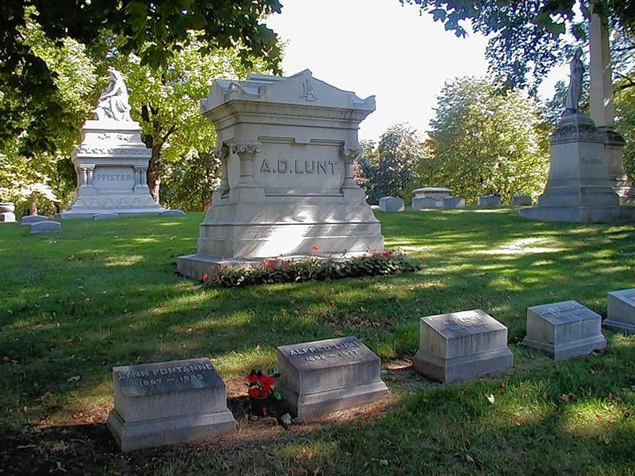 Theatrical stars Alfred Lunt of Milwaukee and wife Lynn Fontaine are at eternal rest at Forest Home Cemetery in Milwaukee, Wis.