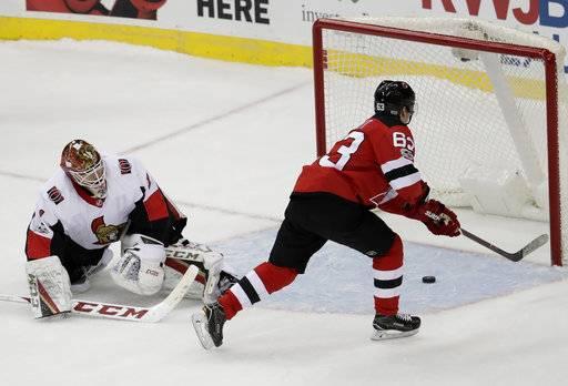 New Jersey Devils left wing Jesper Bratt (63) f9091e880