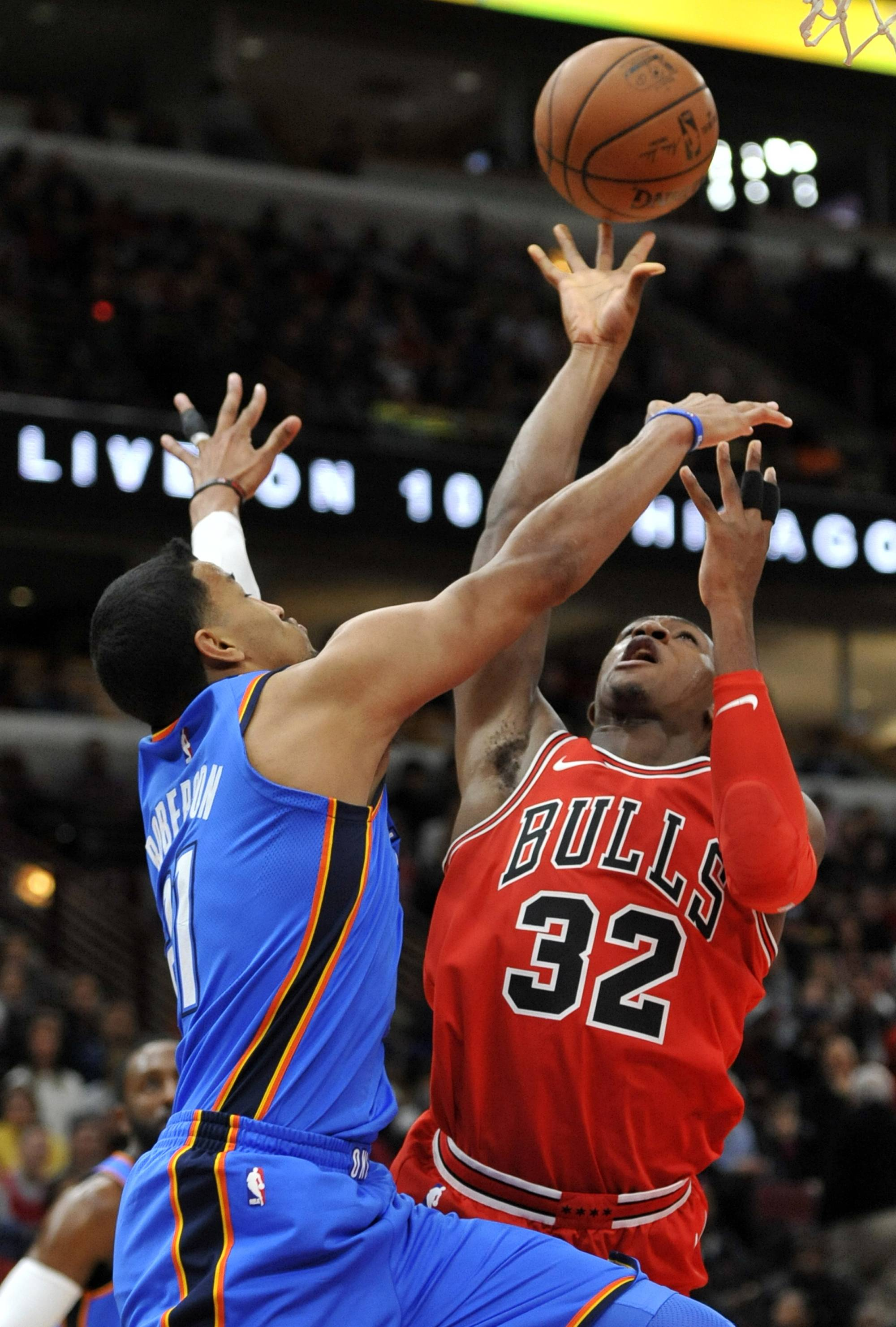 Chicago Bulls' Kris Dunn (32) goes up to shoot against Oklahoma City Thunder's Andre Roberson (21) during the first half of an NBA basketball game Saturday, Oct. 28, 2017, in Chicago. (AP Photo/Paul Beaty)