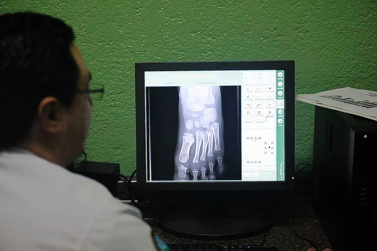 Using HealthRays technology, physicians in urban medical centers are able to access digital X-ray images from small, regional clinics serving needy populations in Guatemala, providing diagnosis and treatment options.