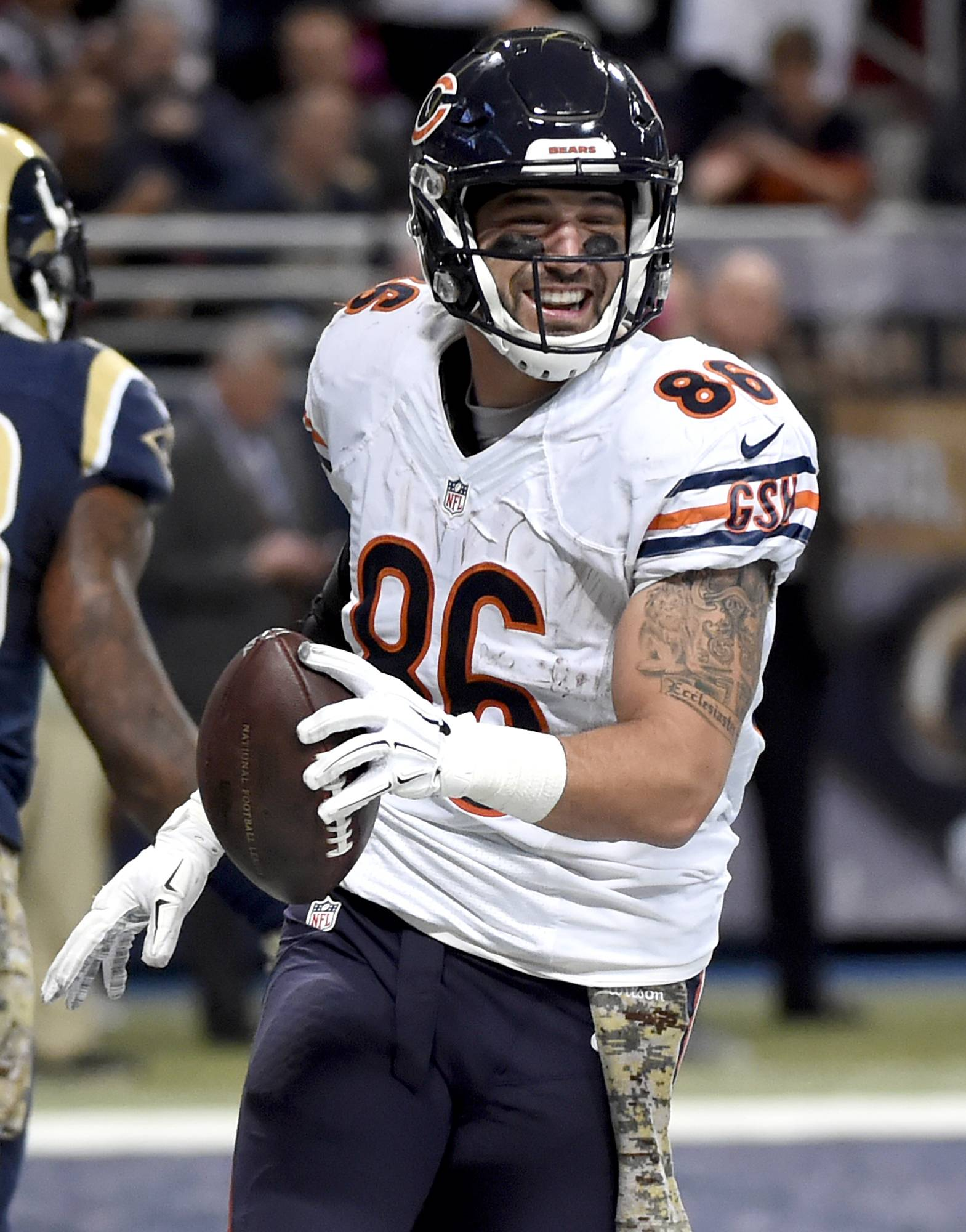 Replacing 'older brother' Miller will be difficult for Bears