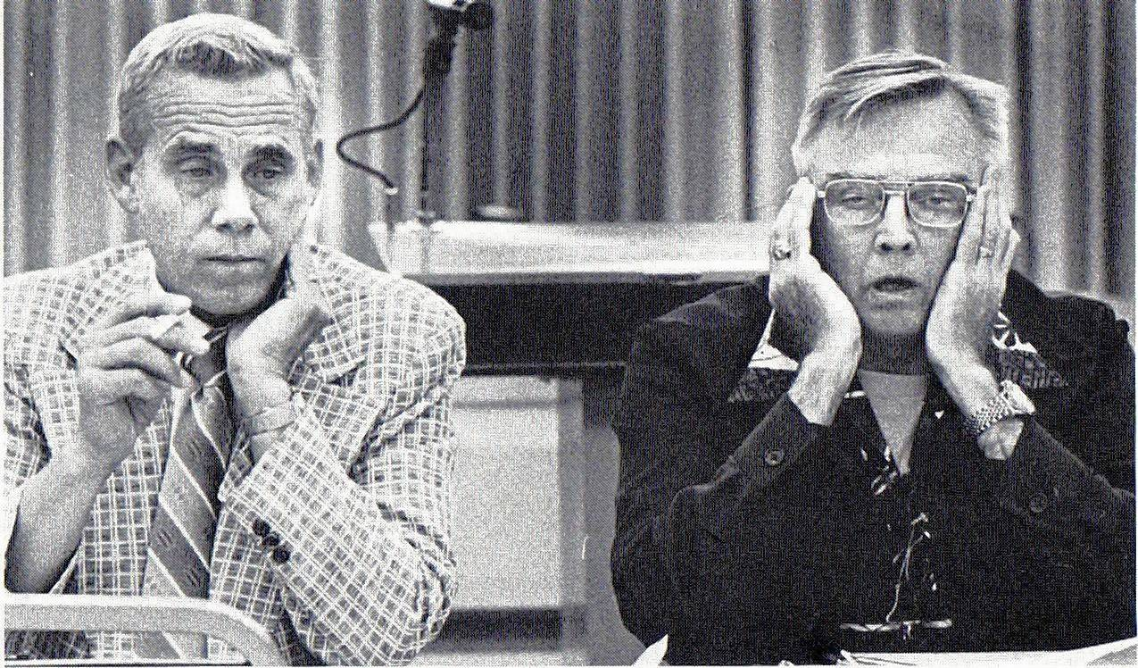 Robert Teichert served two terms as mayor of Mount Prospect, from 1969 to 1977. In this photo from 1976, Teichert, left, and library board president John Parsons listen to library arguments at a meeting.