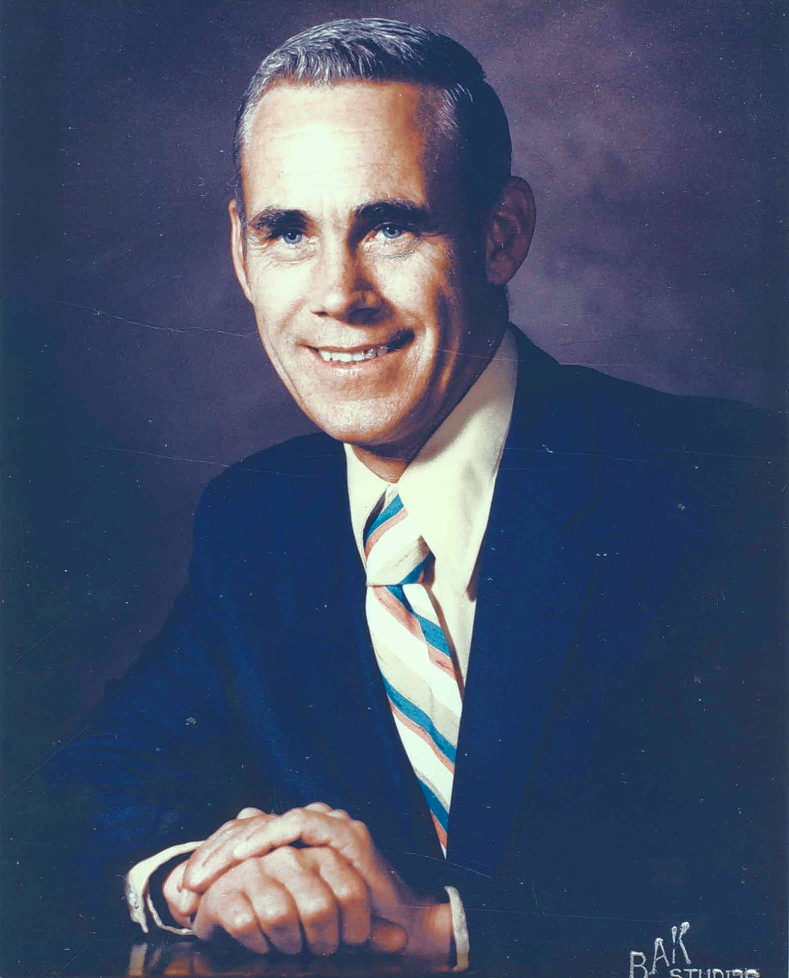 Robert Teichert served two terms as mayor of Mount Prospect, from 1969 to 1977.