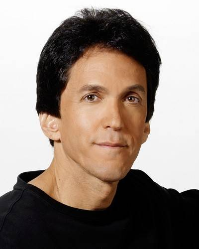 Best-selling author and Detroit-based newspaper columnist Mitch Albom will be featured at Willow Creek Community Church in South Barrington this weekend.
