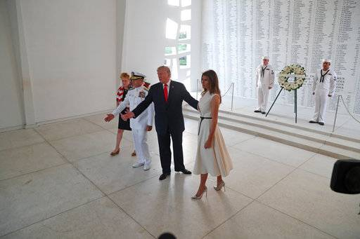 CAPTION ADDITION LOCATION: U.S. President Donald Trump and first lady Melania Trump lay a wreath at the USS Arizona Memorial in Pearl Harbor, Honolulu, Hawaii, Friday, Nov. 3, 2017. Trump begins a five country trip through Asia traveling to Japan, South Korea, China, Vietnam and the Philippines.