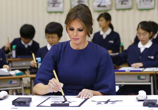 "U.S. first lady Melania Trump uses a brush to write Japanese word ""Peace"" as she attends a calligraphy class of the 4th grader at Kyobashi Tsukiji Elementary School in Tokyo, Monday, Nov. 6, 2017."