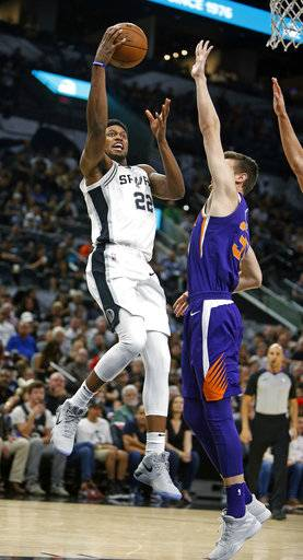 San Antonio Suns' Rudy Gay (12) scores two against Phoenix Suns Dragan Pender in a NBA game on Sunday, Nov. 5, 2017 in San Antonio.