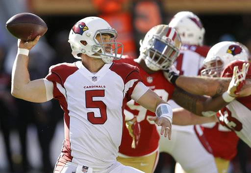 Arizona Cardinals quarterback Drew Stanton (5) passes against the San Francisco 49ers during the first half of an NFL football game in Santa Clara, Calif., Sunday, Nov. 5, 2017.