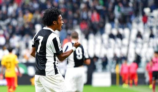 Juventus' Juan Cuadrado celebrates after scoring a goal during the Italian Serie A soccer match between Juventus and Benevento at the Allianz Stadium in Turin, Italy, Sunday, Nov. 5 2017. (Alessandro Di Marco/ANSA via AP)
