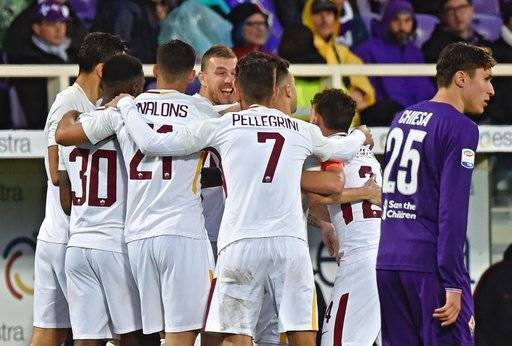 Roma's Kostas Manolas, center,  celebrates with teammatesafter scoring a goal during the Italian Serie A soccer match between Fiorentina and Roma at the Artemio Franchi stadium in Florence, Italy, Sunday, Nov. 5, 2017. (Maurizio Degl'Innocenti/ANSA via AP)
