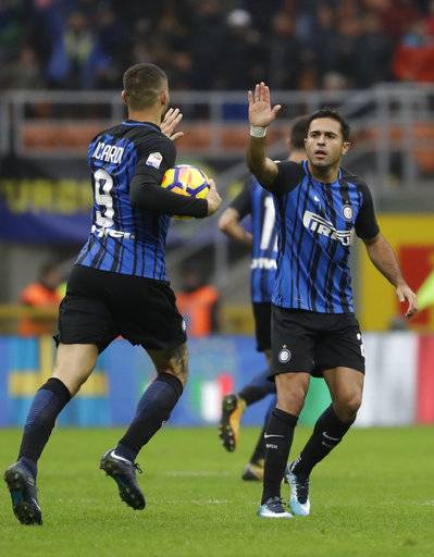 Inter Milan's Eder, right, celebrates with teammate Mauro Icardi after scoring the equalizer during an Italian Serie A soccer match between Inter Milan and Torino, at the San Siro stadium in Milan, Italy, Sunday, Nov. 5, 2017.