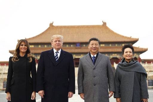 President Donald Trump, center left, first lady Melania Trump, left, Chinese President Xi Jinping, center right, and his wife Peng Liyuan, right, stand together as they tour the Forbidden City, Wednesday, Nov. 8, 2017, in Beijing, China. Trump is on a five country trip through Asia traveling to Japan, South Korea, China, Vietnam and the Philippines. (AP Photo/Andrew Harnik)