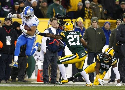 Detroit Lions' Golden Tate gets past Green Bay Packers' Josh Jones and Davon House during the second half of an NFL football game Monday, Nov. 6, 2017, in Green Bay, Wis.