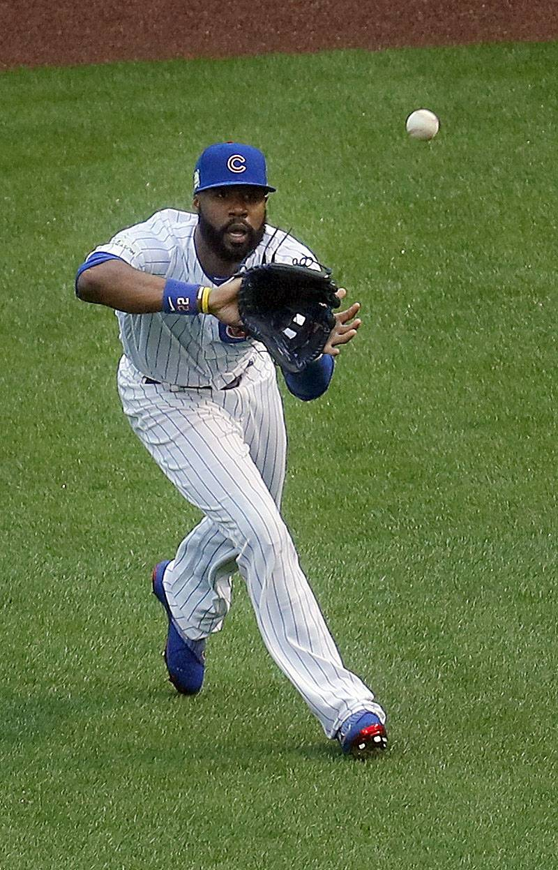 Cubs right fielder Jason Heyward makes a play in right Game 4 of the National League Division Series at Wrigley Field. Heyward won his fifth Gold Glove on Tuesday night.