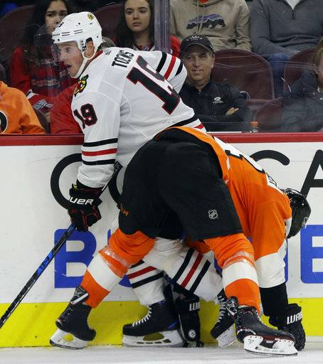 Philadelphia Flyers' Sean Couturier, right, collides with Chicago Blackhawks' Jonathan Toews during the third period of an NHL hockey game, Thursday, Nov. 9, 2017, in Philadelphia. Philadelphia won 3-1.