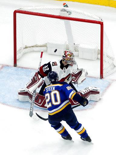 St. Louis Blues' Alexander Steen (20) scores past Arizona Coyotes goalie Antti Raanta, of Finland, for the final goal of a shootout during an NHL hockey game Thursday, Nov. 9, 2017, in St. Louis. The Blues won 3-2.