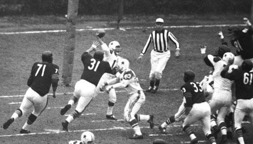 FILE - In this Nov. 27, 1960, file photo, as he is rushed by Chicago Bears linebacker Joe Fortunato (31), Dallas Cowboys quarterback Eddie LeBaron throws a pass to Jim Doran, not seen, during an NFL football game in Nov. 27, 1960, Chicago. Trying for the block on Fortunato is Cowboys guard Mike Falls (63). Fortunato, the speedy linebacker who helped the Bears win the 1963 NFL title, has died. He was 87. Fortunato died Monday, Nov. 6, 2017, in Mississippi, where he starred at linebacker and fullback at Mississippi State.(AP Photo/Ed Maloney File)