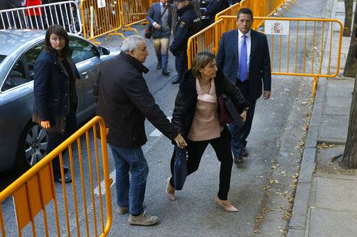 Ex-speaker of the Catalonia parliament Carme Forcadell , front right, arrives at the Spain's Supreme Court in Madrid, Thursday, Nov. 9, 2017. Six Catalan lawmakers are testifying Thursday before a Spanish judge over claims that they ignored Constitutional Court orders and allowed an independence vote in Catalonia's regional parliament.