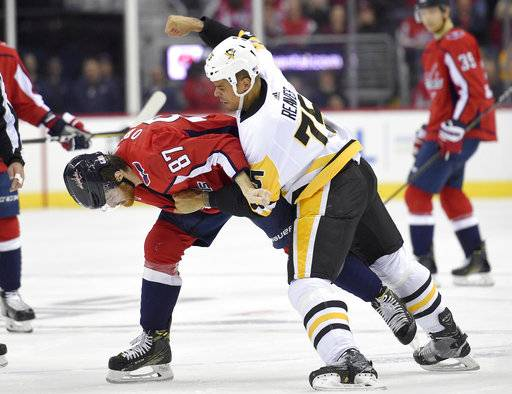 Pittsburgh Penguins right wing Ryan Reaves (75) fights Washington Capitals center Liam O'Brien (87) during the first period of an NHL hockey game, Friday, Nov. 10, 2017, in Washington.