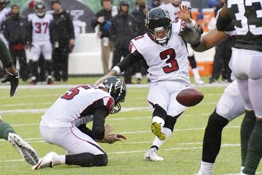 Atlanta Falcons kicker Matt Bryant (3) boots a field goal during the first half of an NFL football game against the New York Jets, Sunday, Oct. 29, 2017, in East Rutherford, N.J.