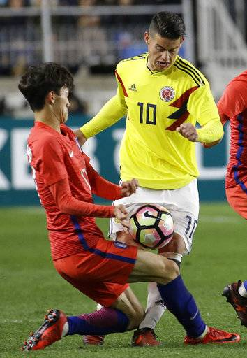 Colombia's James Rodriguez, right, fights for the ball against South Korea's Lee Jae-sung,  during their friendly soccer match at Suwon World Cup Stadium in Suwon, South Korea, Friday, Nov. 10, 2017.