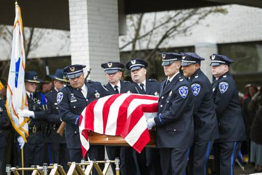 hundreds attend funeral for rockford police officer