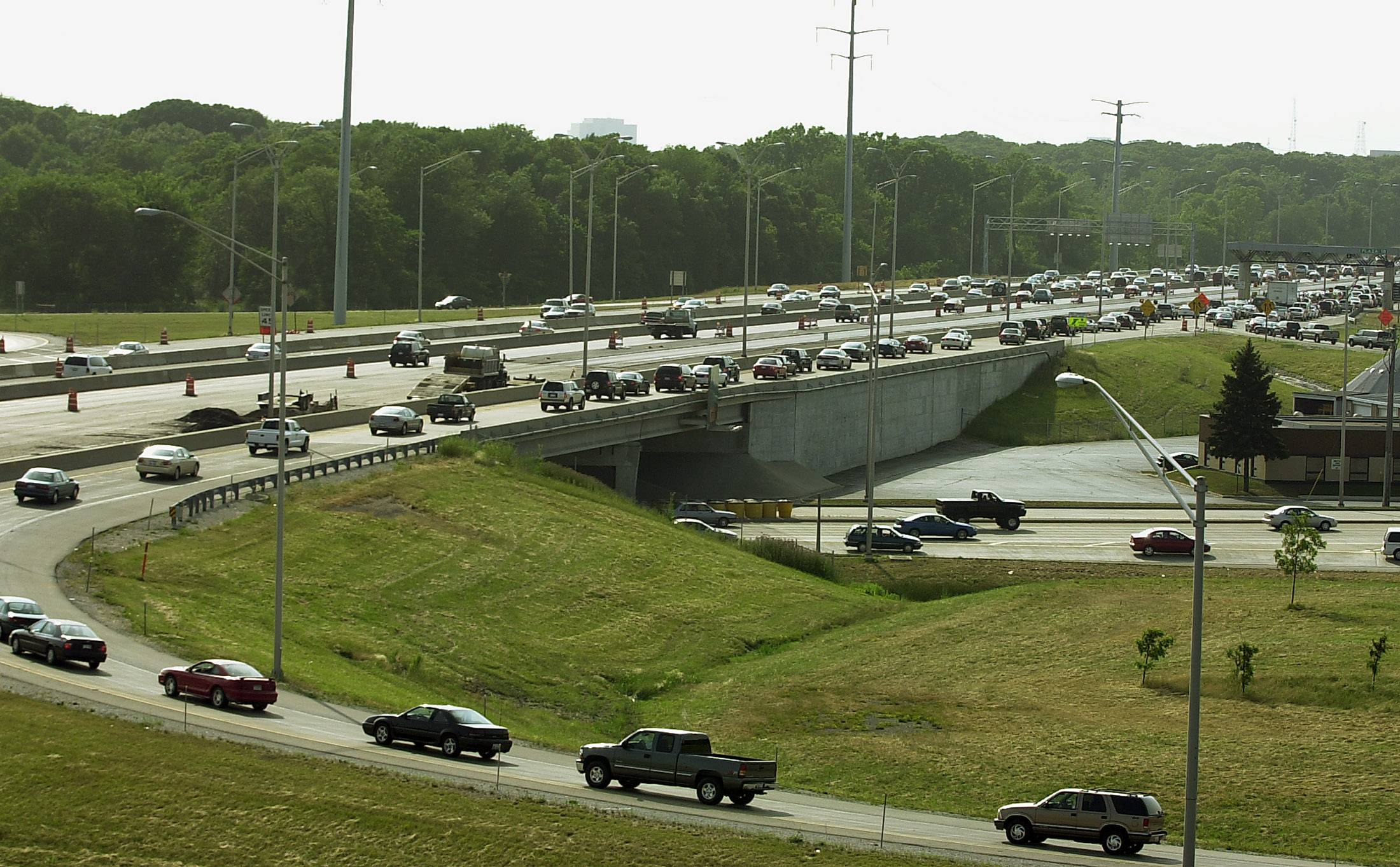 The Illinois tollway intends to transform ho-hum interchange landscaping with trees and shrubs.