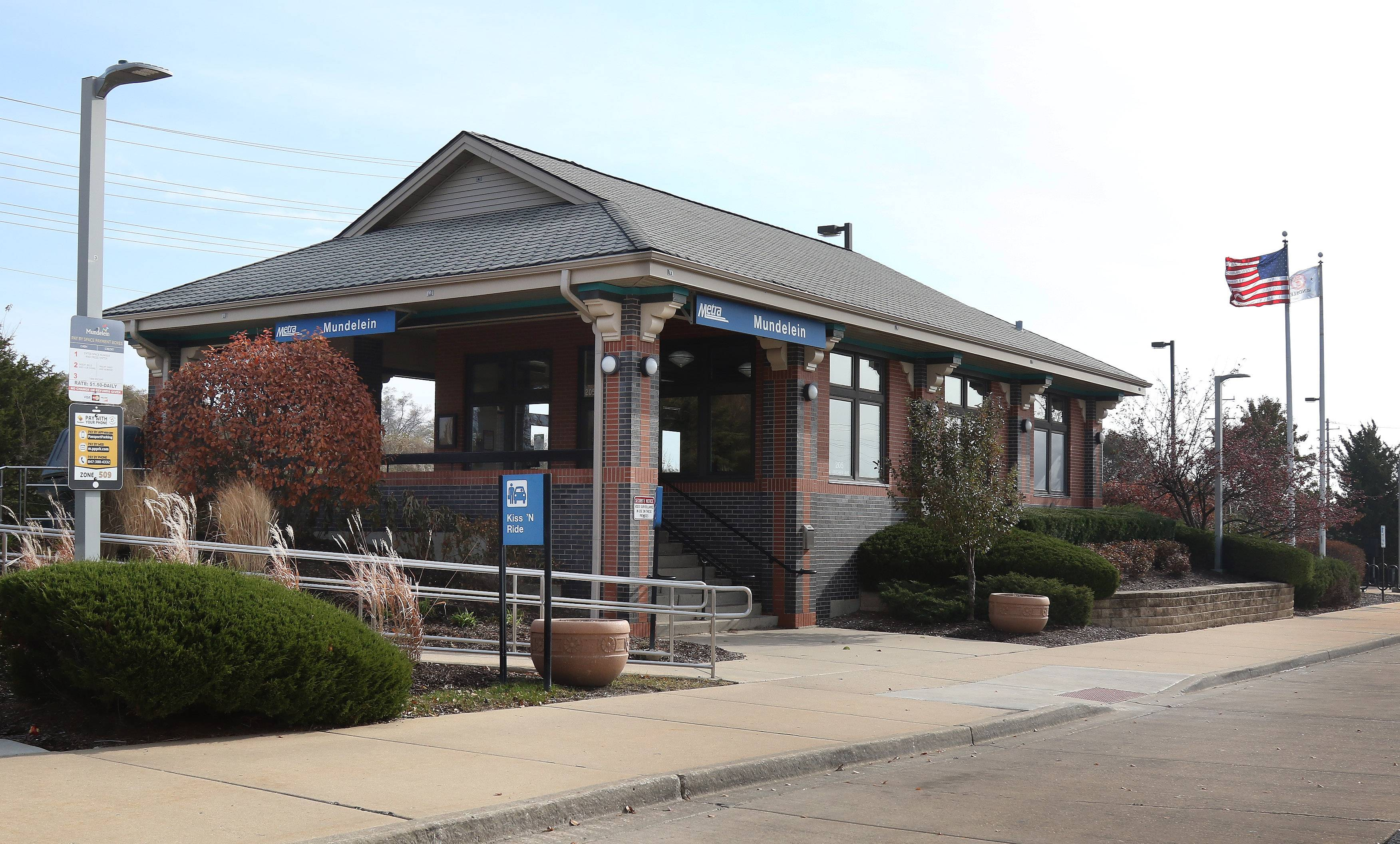Mundelein's economic development commission believes more Metra service to the village could boost its downtown, but the commuter rail agency is instead suggesting service cuts.