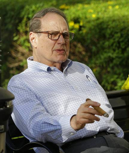Jerry Reinsdorf, owner of the Chicago White Sox, relaxes at the annual MLB baseball general managers' meetings, Tuesday, Nov. 14, 2017, in Orlando, Fla.