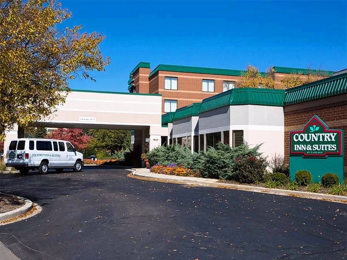CBRE said it has arranged the sale of the 143-room Country Inn & Suites located at 1837 Centre Point Circle in Naperville.