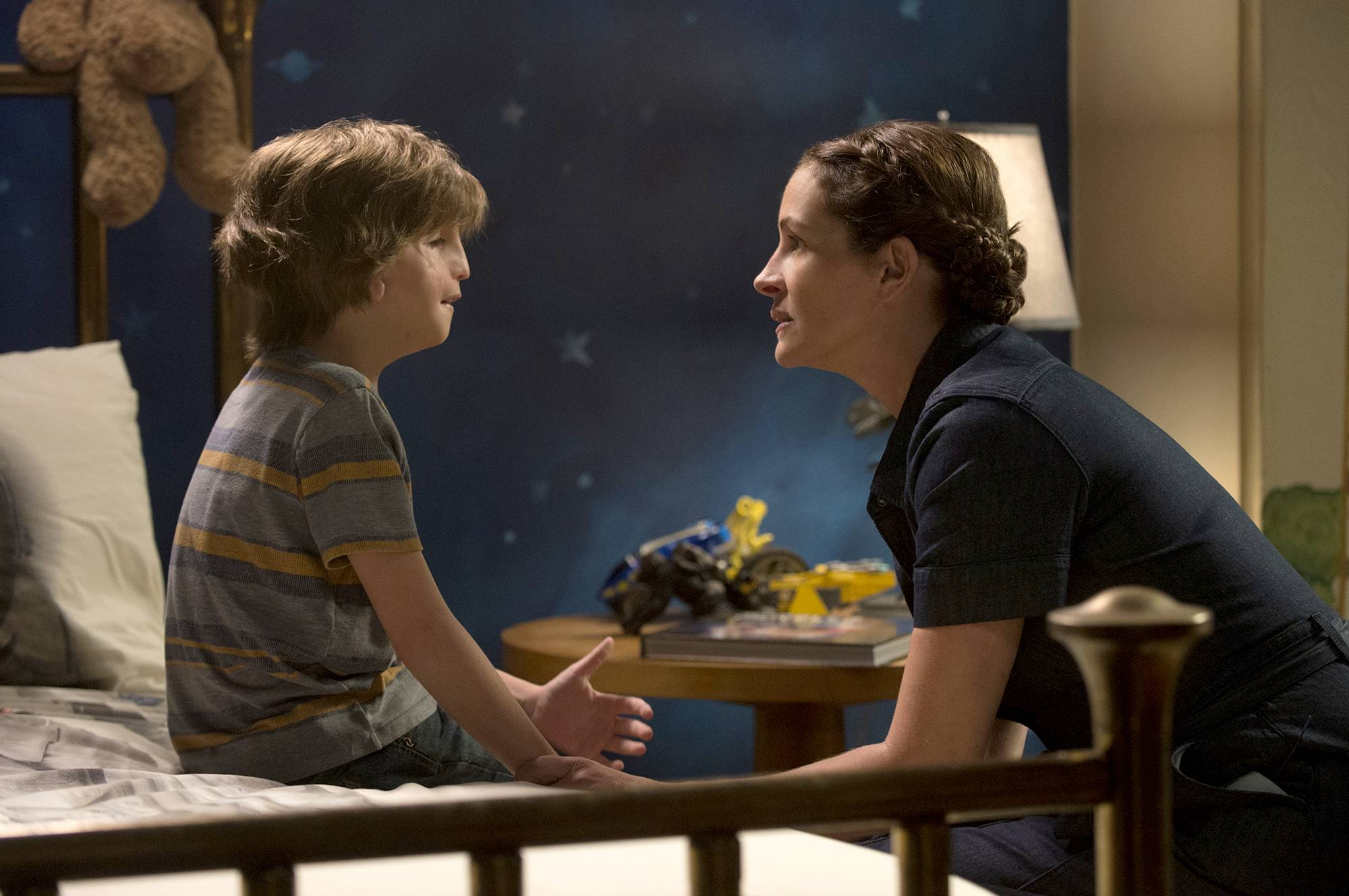 "Auggie (Jacob Tremblay) chats with his mom (Julia Roberts) in ""Wonder."""
