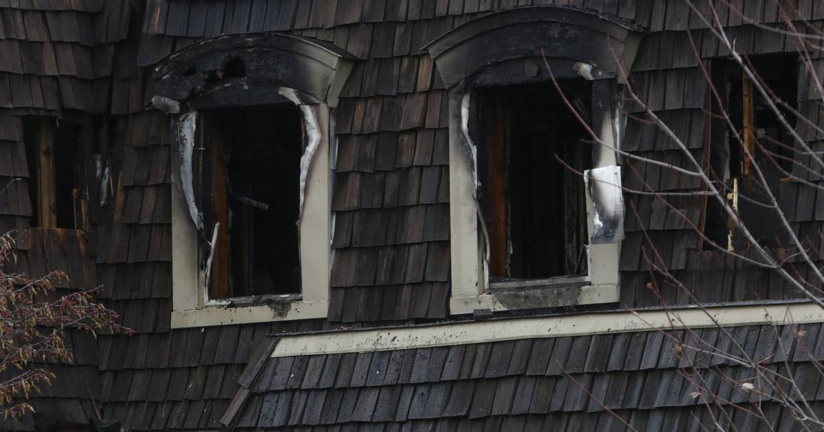 Fire causes extensive damage to vacant townhouse near Oak Brook