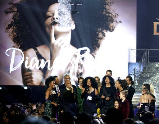 Diana Ross accepts the lifetime achievement award surrounded by friends and family at the American Music Awards at the Microsoft Theater on Sunday, Nov. 19, 2017, in Los Angeles. (Photo by Matt Sayles/Invision/AP)