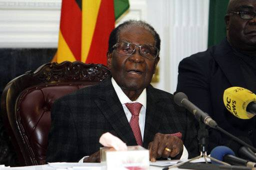 Zimbabwean President Robert Mugabe delivers his speech during a live broadcast at State House in Harare, Sunday, Nov, 19, 2017. Zimbabwe's President Robert Mugabe has baffled the country by ending his address on national television without announcing his resignation.