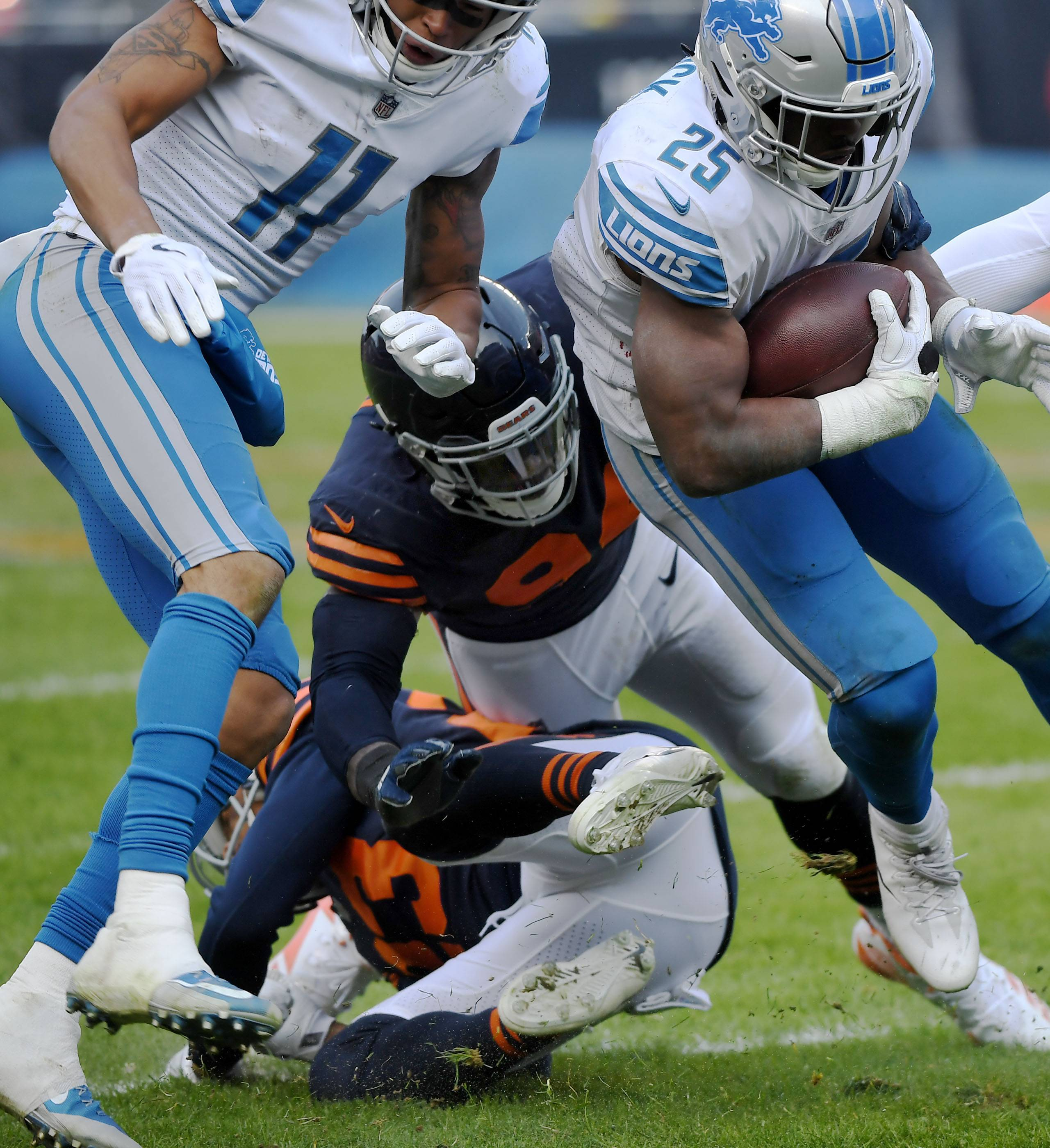 Outlook on Chicago Bears' Floyd's knee positive, for now