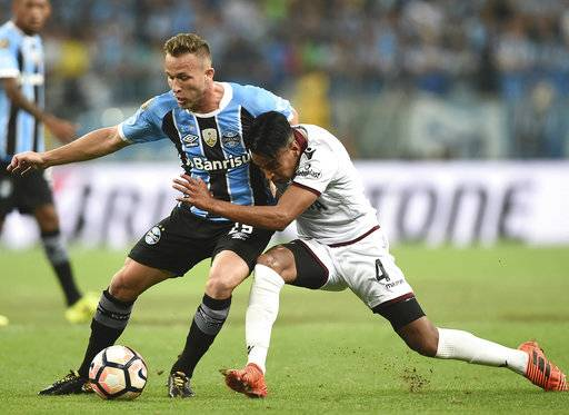 Jose Luis Gomez, right, of Argentina's Lanus fights for a ball with Arthur of Brazil's Gremio, during a first leg Copa Libertadores final soccer match in Porto Alegre, Brazil, Wednesday, Nov. 22, 2017. (AP Photo/Wesley Santos)
