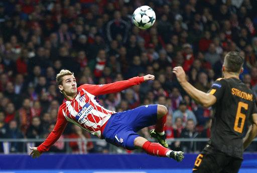 Atletico's Antoine Griezmann scores the opening goal during a Champions League group C soccer match between Atletico Madrid and Roma at the Wanda Metropolitano stadium in Madrid, Wednesday, Nov. 22, 2017. (AP Photo/Francisco Seco)