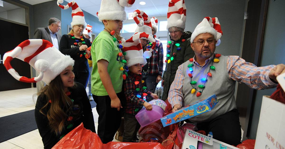 Toys For Tots Border : A big boost for mundelein toys tots drive