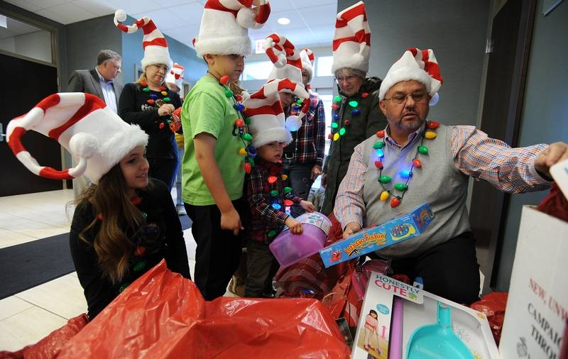 Toys For Tots Border : Businessman chips in gift cards to spur marines mundelein