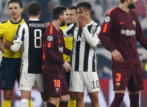 Juventus' Paulo Dybala, 2nd right, talks to Barcelona's Lionel Messi at the end of the Champions League group D soccer match between Juventus and Barcelona, at the Allianz Stadium in Turin, Italy, Wednesday, Nov. 22, 2017. (AP Photo/Antonio Calanni)